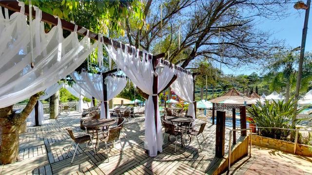 8b81e69be2 ... Itá Thermas Resort - Ou simplesmente descansar sob a sombra dos decks,  que oferecem também ...